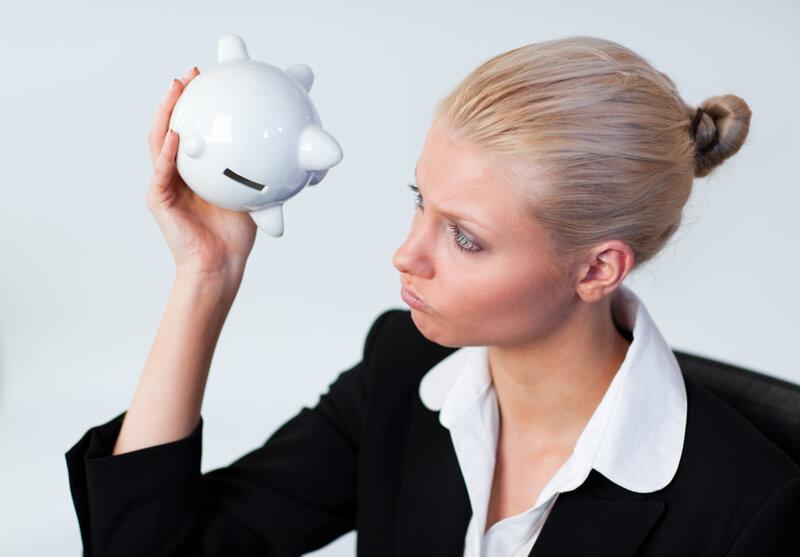Entenda o risco de inadimplência e saiba quais as vantagens de manter as contas em dia
