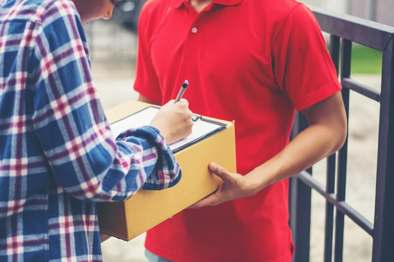 Transportar com nota fiscal de mercadoria é obrigatório? E nos correios?